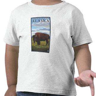 Escena del bisonte - lavabo del río Copper, Alaska Camisetas