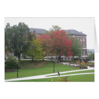 Escena del campus del otoño tarjeta de felicitación
