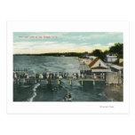Escena del embarcadero y del lago de la brisa de m postal