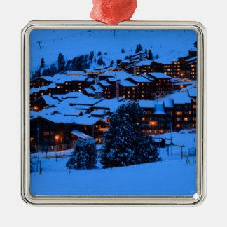 Escena del invierno adorno navideño cuadrado de metal