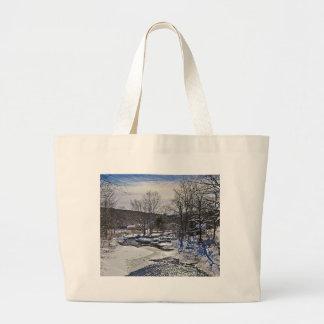 Escena del invierno del arroyo de la nutria bolsas