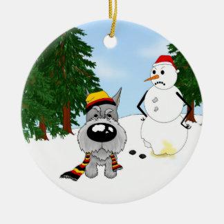 Escena del invierno del Schnauzer Ornamento Para Reyes Magos