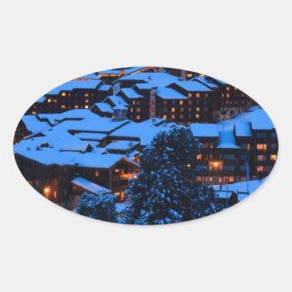 Escena del invierno calcomania de oval