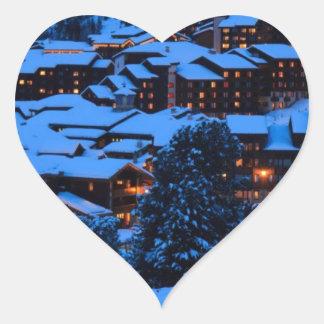 Escena del invierno pegatina en forma de corazón