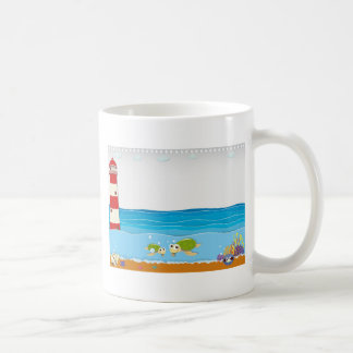 Escena del océano con el faro y los animales taza clásica