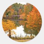 Escena del otoño pegatina redonda