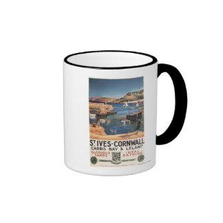 Escena del puerto con el chica y las gaviotas ferr taza de café