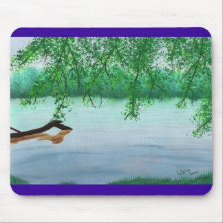 Escena del río con el cojín de ratón caido del reg mousepad