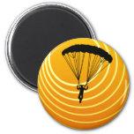 escena del sol skydiving imán redondo 5 cm