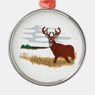 Escena del venado de cola blanca adorno navideño redondo de metal