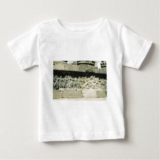 Escena del vintage en Java central, templo, Tee Shirts