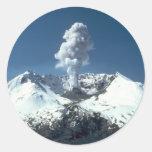 Escena del volcán pegatinas redondas
