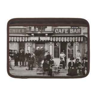 Escena francesa de la calle de la barra del café fundas macbook air