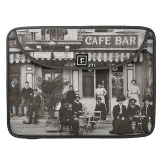 Escena francesa de la calle de la barra del café funda macbook pro