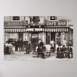 Escena francesa de la calle de la barra del café póster