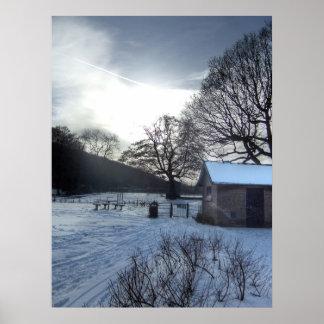 Escena imponente de la nieve del invierno en poster