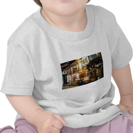 Escena japonesa de la ciudad camiseta