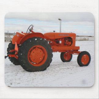 Escena Mouspad de la nieve del tractor de Allis Ch Alfombrillas De Raton