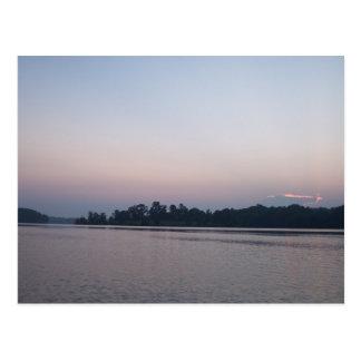 Escena pacífica del lago tarjeta postal