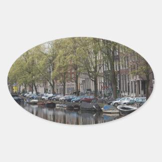 Escena reservada del canal - Amsterdam, Holanda Pa Calcomania Ovalada