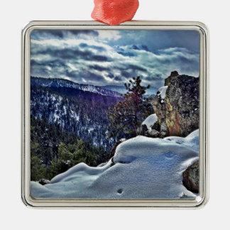 Escena rosada de la montaña del rayo adorno navideño cuadrado de metal