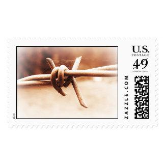 Escena rural de la granja del alambre de púas en sello postal