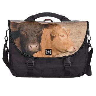 Escena rural de la vaca de la diversión de las vac bolsa para ordenador