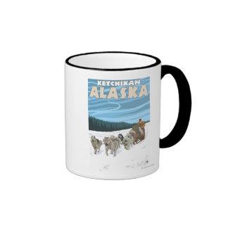 Escena Sledding del perro - Ketchikan, Alaska Tazas De Café