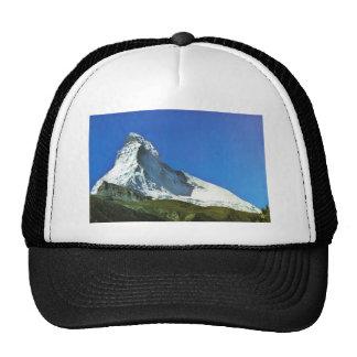 Escena suiza de la montaña gorra