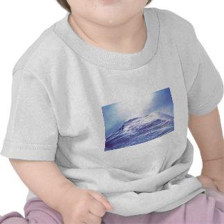 Escena suiza de la montaña camiseta