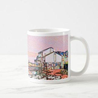escena temática rosada de la playa del bosquejo de taza básica blanca