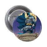 Escenas de Batman - vista lateral de la luna Pin Redondo De 2 Pulgadas