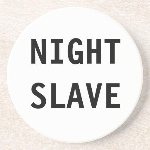 Esclavo de la noche del práctico de costa posavasos cerveza
