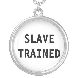 Esclavo del collar entrenado