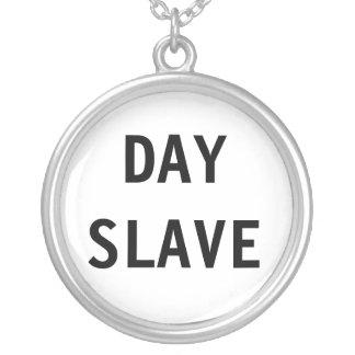 Esclavo del día del collar