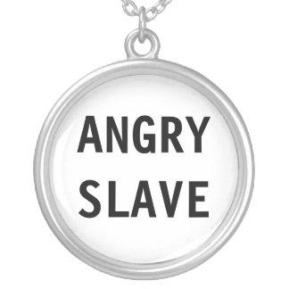Esclavo enojado del collar