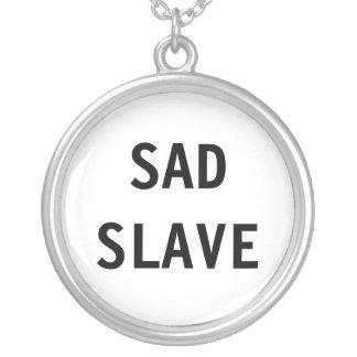 Esclavo triste del collar