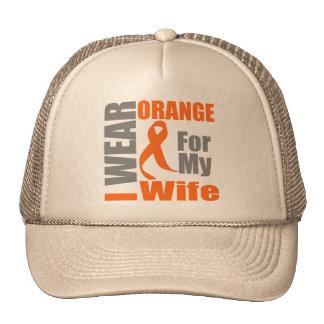 Esclerosis múltiple llevo a la esposa anaranjada gorro