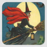 Escoba de bruja que vuela el palo del gato negro pegatina cuadrada