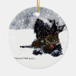 Escocés en la nieve adorno redondo de cerámica
