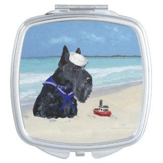 Escocés en la playa espejo de maquillaje