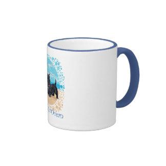 Escocés en la playa taza de café
