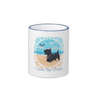 Escocés en la playa taza de dos colores