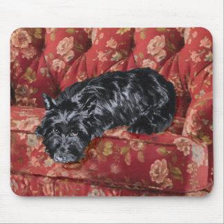 Escocés en silla roja grande alfombrillas de ratón