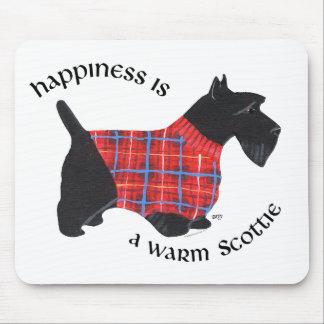 Escocés en suéter rojo y azul de la tela escocesa alfombrillas de ratón