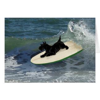 Escocés que practica surf Terrier Tarjetón