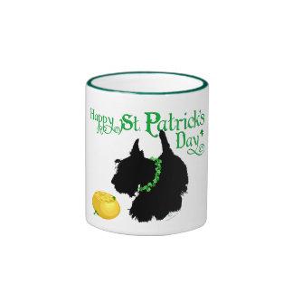 Escocés Terrier del día de St Patrick Taza De Dos Colores