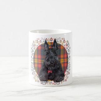 Escocés Terrier en el tartán Taza Básica Blanca