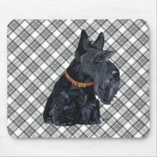 Escocés Terrier en la tela escocesa de tartán Alfombrillas De Ratón