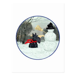 Escocés Terrier y muñeco de nieve Tarjeta Postal
